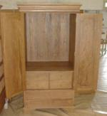 Armoire w tv hole